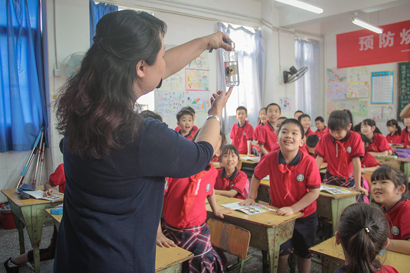 An emergency response workshop is held at a primary school in Deyang, Sichuan province, April 27, 2018. Lin Qiqing/Sixth Tone