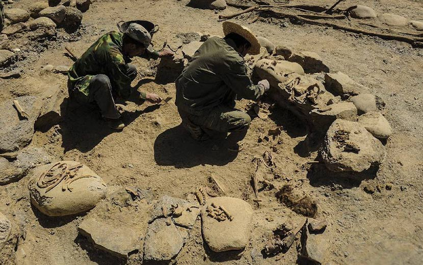 Members of an archaeological team work at the ruins of Quxman Tombs in Tashkurgan , Xinjiang Uyghur Autonomous Region, June 3, 2013. Shen Qiao/Xinhua