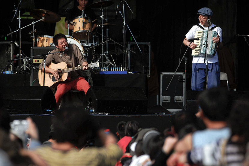 A band performs during Modern Sky Festival at Haidian Park in Beijing, Oct. 2, 2007. Deng Chao/IC