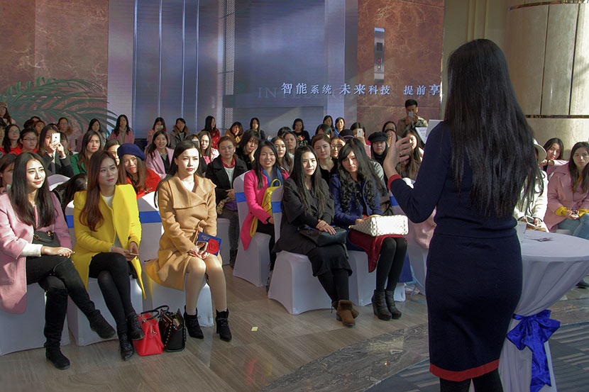 Ayawawa delivers a lecture to a female audience in Wuhan, Hubei province, Dec. 26, 2015. IC