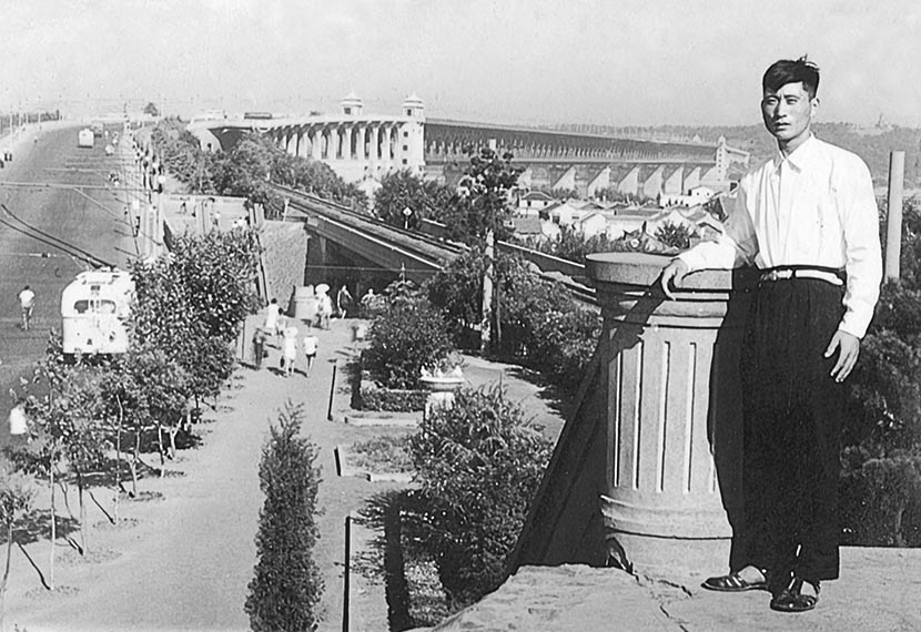 Qiu's father poses for a photo on the Wuhan First Yangtze Bridge, Hubei province, 1965. Courtesy of 'Old Photos'