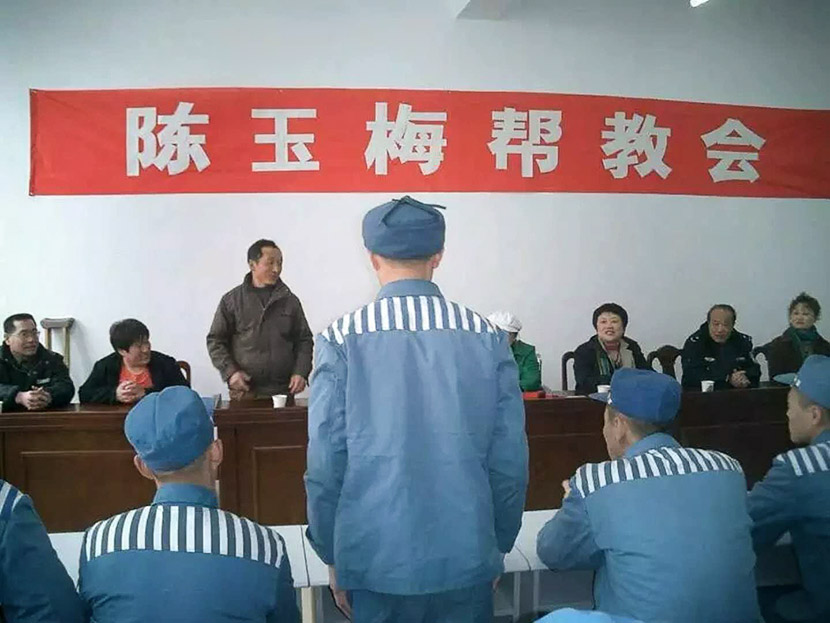 Chen Yumei's team members address a roomful of inmates in Laixi, Shandong province, 2016. Courtesy of Chen Yumei