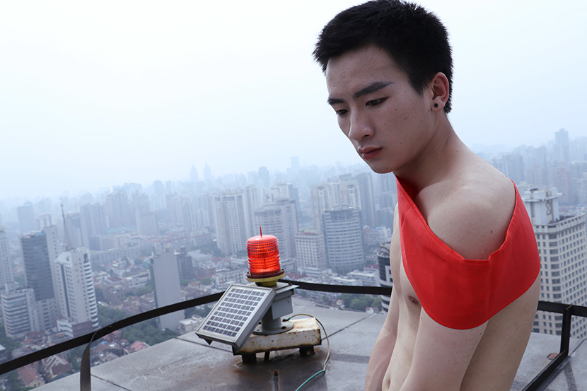 Zhang Yangzi poses for a photo on the roof of an apartment building in Shanghai, May 28, 2018. Jacney Chan/Sixth Tone