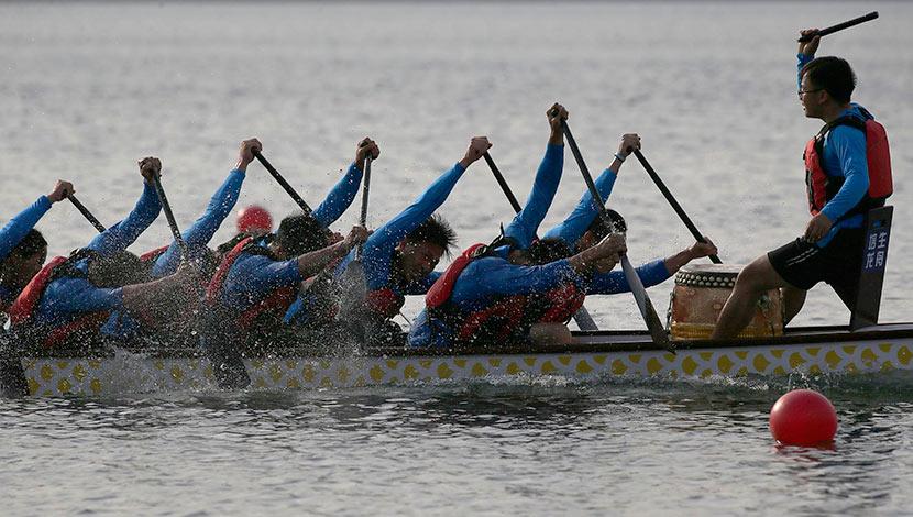 University students participate in a boat race before the  Dragon Boat Festival in Lianyungang, Jiangsu province, June 17, 2018.  Liu Guanguan/CNS/VCG