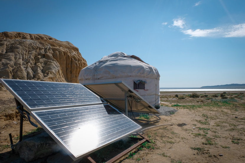 Solar panels power a yurt in Fuhai County, Xinjiang Uyghur Autonomous Region, July 9, 2018. Bibek Bhandari/Sixth Tone