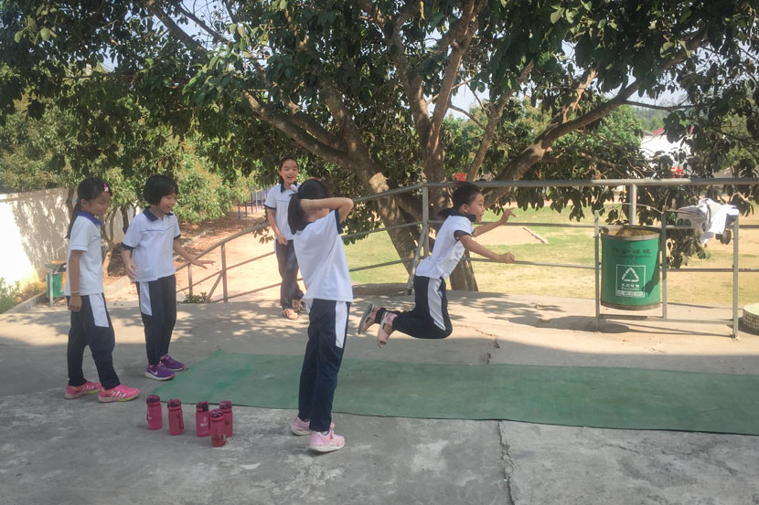 Children in Tangxi School's primary division attend a P.E. class, Guangdong province, May 25, 2018. Cai Yiwen/Sixth Tone