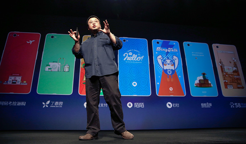 Luo Yonghao speaks at a product launch for the Smartisan T2 phone in Beijing, Dec. 29, 2015. Dong Dalu/VCG