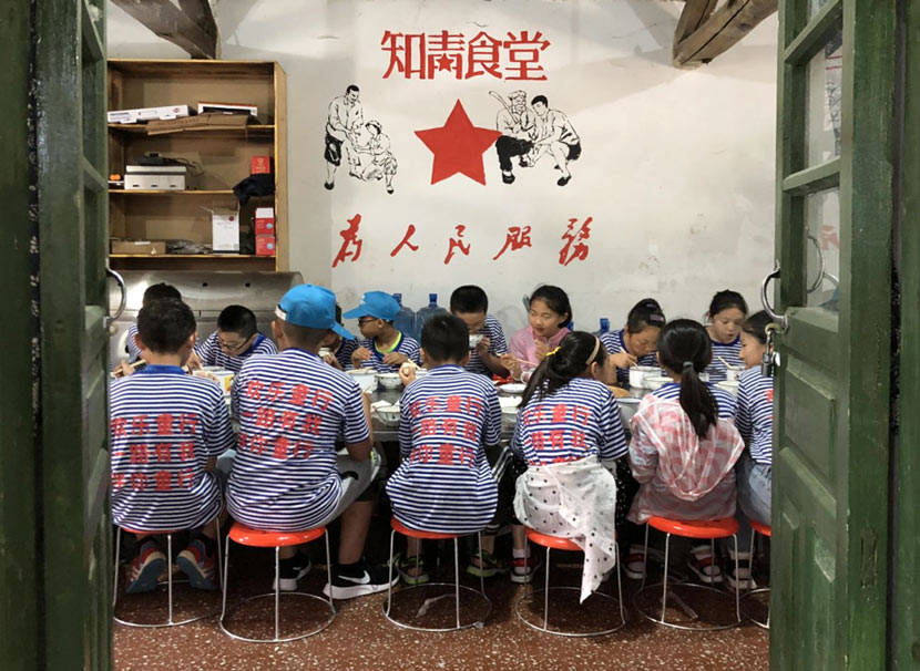 Summer camp attendees eat lunch in an 'Educated Youth Canteen,' part of a new red tourism theme park in Dai Village, Lanling Couty, Shandong province, June 28, 2018. Fu Danni/Sixth Tone