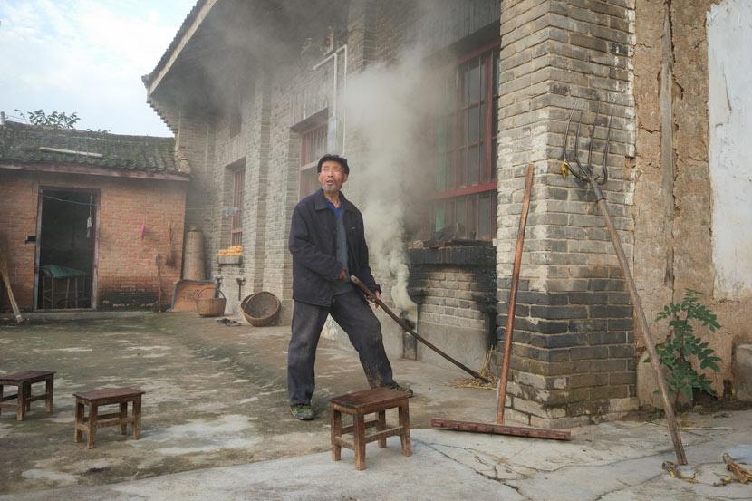 Yang Yongcheng's neighbor in Taibai County, Shaanxi province, Oct. 18, 2017. Qian Jinghua/Sixth Tone