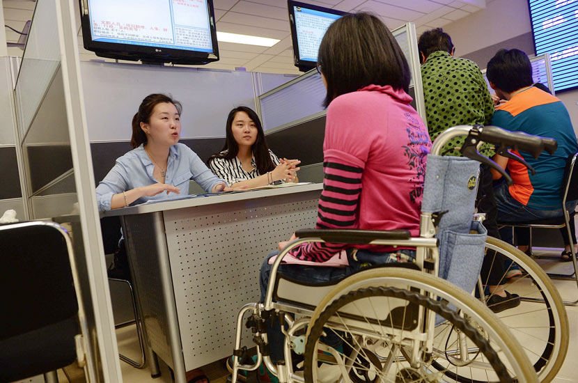 A person who uses a wheelchair attends a job fair for graduates with disabilities in Shanghai, May 13, 2015. VCG