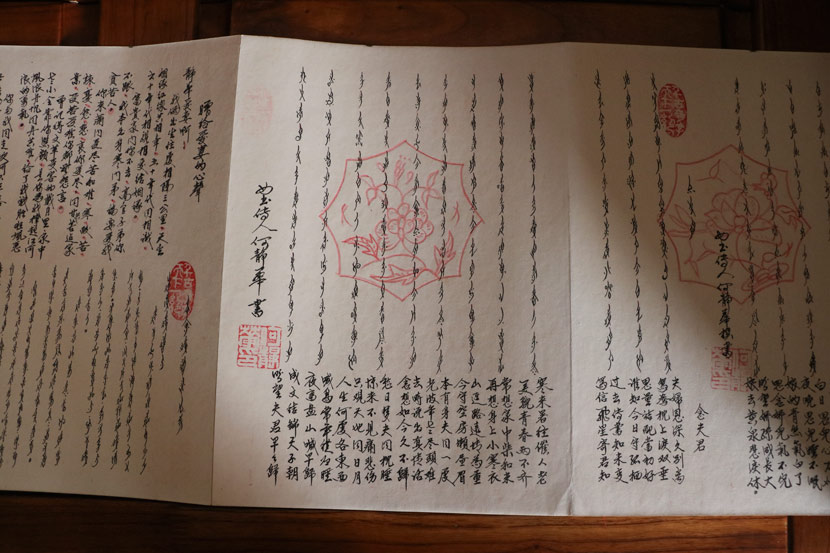 Scrolls of 'nüshu' written by He Jinghua in Jiangyong County, Hunan province, July 19, 2018. Yin Yijun/Sixth Tone