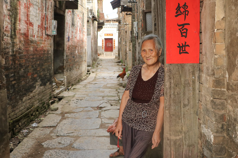 He Yanxin poses for a photo at Heyuan Village in Jiangyong County, Hunan province, July 18, 2018. Yin Yijun/Sixth Tone