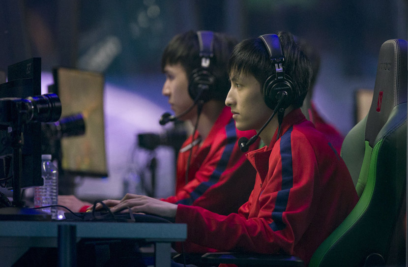 PSG.LGD team members compete against OG in the final of The International Dota 2 Championships at Rogers Arena in Vancouver, Canada, Aug. 25, 2018. Bob Frid/USA TODAY/IC