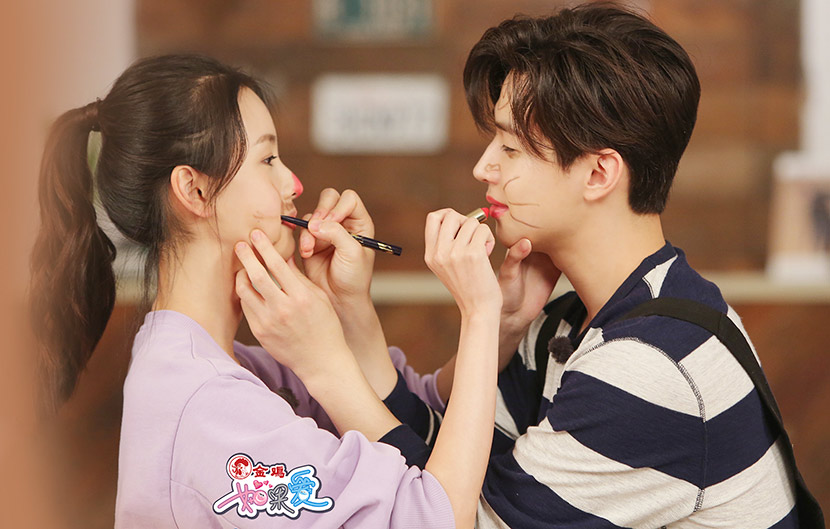 A promotional photo for celebrity dating show 'Perhaps love' that reveals a date between entertainer Henry Lau and actress Chen Duling. From the show's Weibo account @湖北卫视如果爱