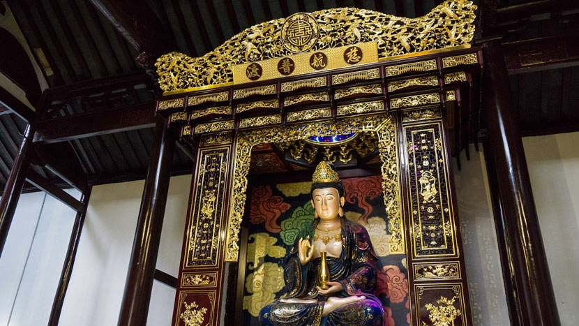 A statue of the bodhisattva Guanyin inside Hong Temple in Shanghai, Sept. 11, 2014. VCG