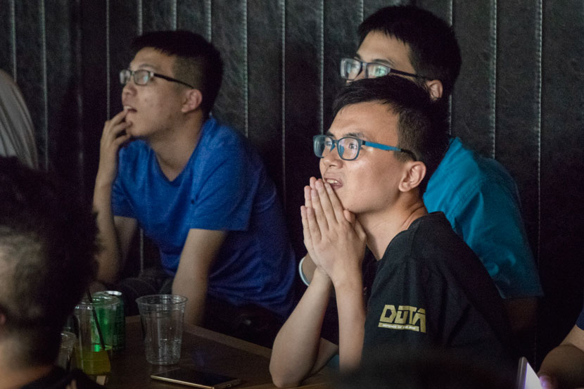 'Dota 2' fans watch the finals of esports tournament The International from a café in Nanjing, Jiangsu province, Aug. 26, 2018. Kenrick Davis/Sixth Tone