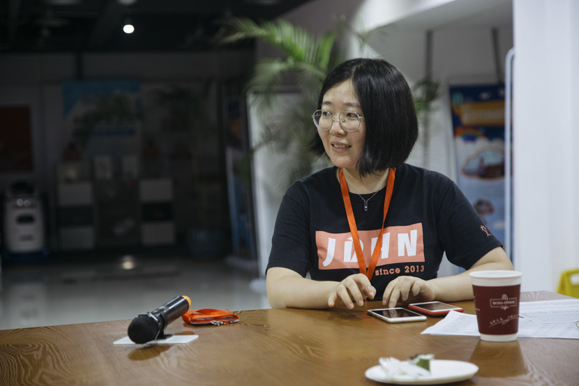 Wu Siyi hosts a matchmaking event in Shanghai, July 27, 2018. Wu Huiyuan/Sixth Tone