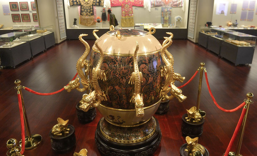A seismograph model is displayed at a museum in Beijing, June 10, 2015. Beijing Times/IC