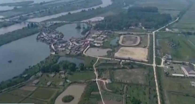 A screenshot from video footage shows the Dajiang Fengyun amusement park constructed in the Jiangsu Zhenjiang Yangtze Dolphin Provincial Nature Reserve in Zhenjiang, Jiangsu province. @央视新闻 on Weibo