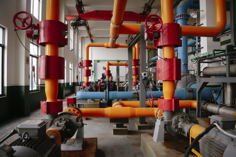 The inside of a desalination facility on Liuheng Island, Zhejiang province, Oct. 30, 2018. Li You/Sixth Tone