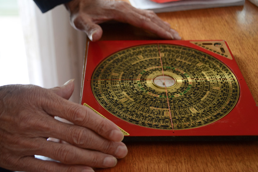He Huabei displays one of the feng shui master's most important tools: the 'luo pan,' or compass, in Dayu County, Jiangxi province, Oct. 16, 2018. Consisting of concentric rings arranged around a magnetic needle, the 'luo pan' shows information ranging from cardinal directions to star positions. Fan Liya/Sixth Tone