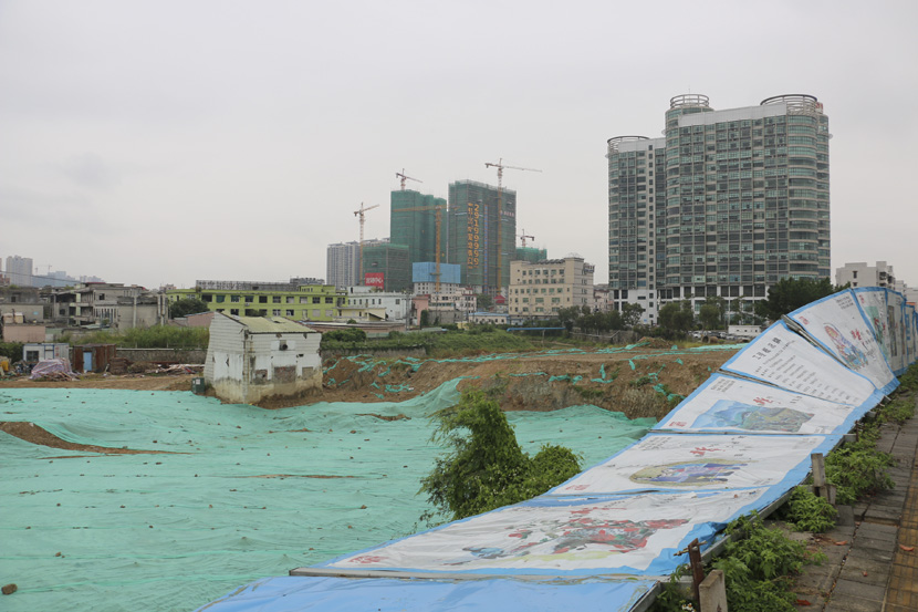 A hilly tract of land has been leveled to make way for the construction of a residential high-rise in Pingshan District, Shenzhen, Guangdong province, Nov. 3, 2018. Cai Yiwen/Sixth Tone