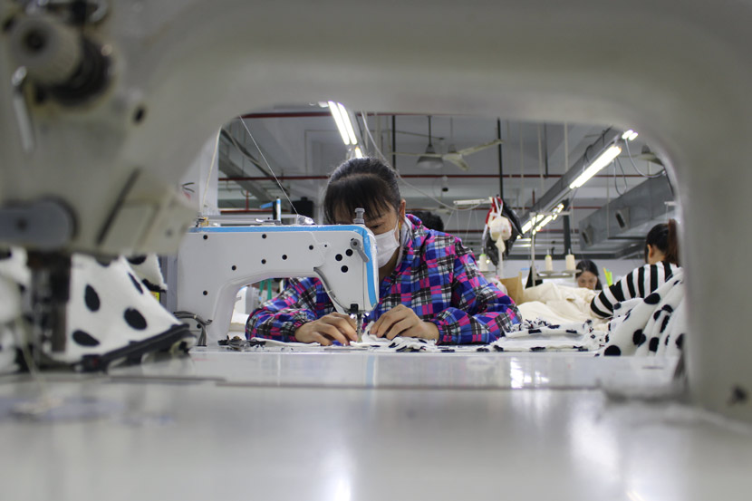 A worker operates a sewing machine at Banzuo Garment Manufacturing Inc. in Hangzhou, Zhejiang province, Nov. 5, 2018. Xue Yujie/Sixth Tone