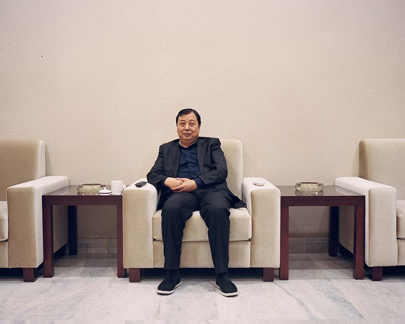Huaxi's Party secretary Wu Xie'en poses for a photo at a meeting room in Huaxi, Jiangsu province, 2018. Shi Yangkun/Sixth Tone