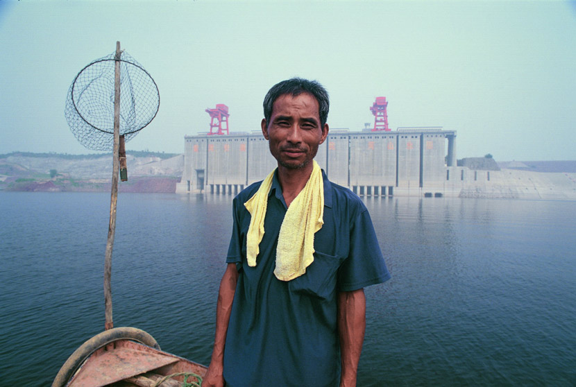 Sun Guiyou poses for a photo in front of the Xiaolangdi Reservoir in Henan province, 2003. Courtesy of Ma Hongjie