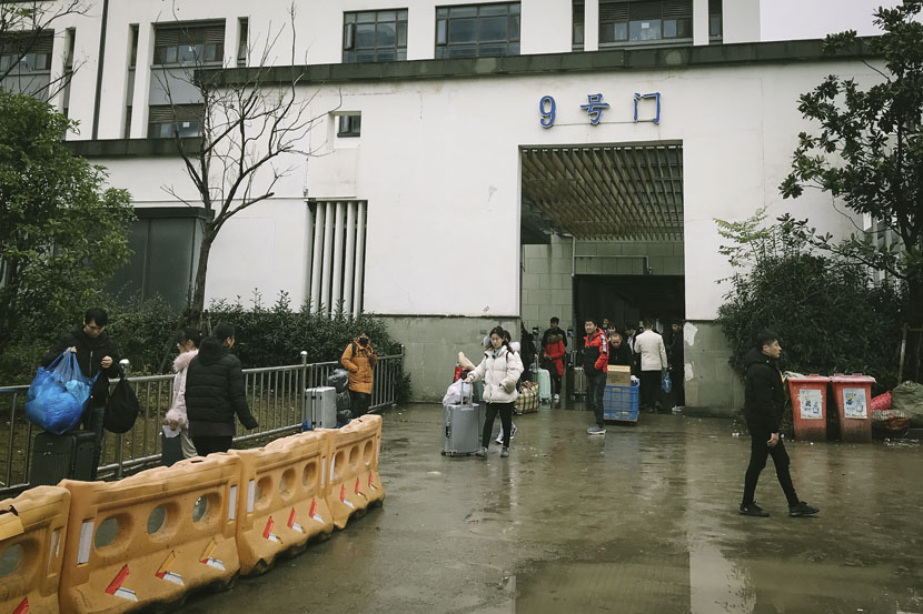 Protek's employees leave the company's dormitory for their Spring Festival holidays in Shanghai, Jan. 11, 2019. Fan Liya/Sixth Tone