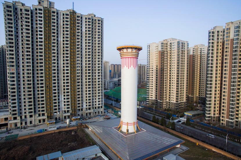 A 100-meter-tall air purifier in Xi'an City, Shaanxi province, Jan. 17, 2018. IC