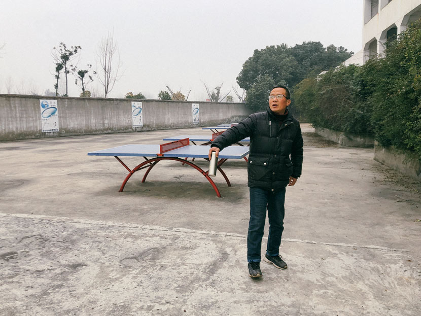 Math teacher Ding Qinghua at Yuxikou Primary School's playground in Wuhu City, Anhui province, Jan. 20, 2019. Fu Danni/Sixth Tone