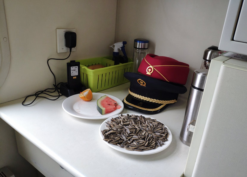 Fruits and sunflower seeds on a train conductor's table in Jiangxi province, Jan. 21, 2019. <br/>Kenrick Davis/Sixth Tone