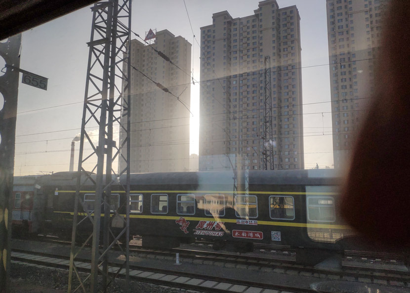 A train passes through a railway station in Liaoning province, Jan. 22, 2019. Kenrick Davis/Sixth Tone