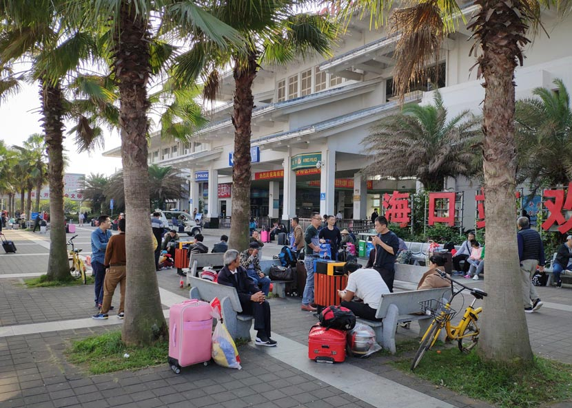 People wait outside the Haikou Railway Station in Hainan province, Jan. 21, 2019. Kenrick Davis/Sixth Tone