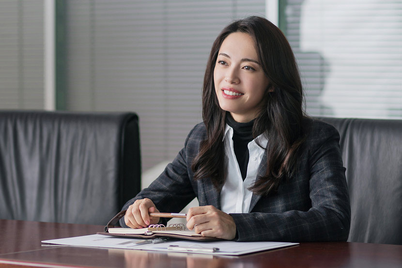"A still frame from the TV drama ""All Is Well"" shows actor Yao Chen in a suit. VCG"