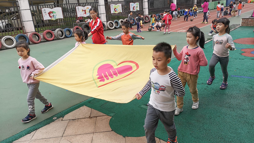 Yulan kindergarten students rehearse for an event to mark World Autism Awareness Day in Dongguan, Guangdong province, March 25, 2019. Ni Dandan/Sixth Tone