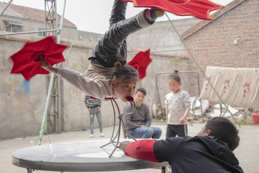 A girl practices acrobatics in Bozhou, Anhui province, March 23, 2019. Kenrick Davis/Sixth Tone