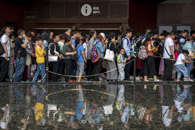 Visitors line up to enter a pavilion during this year's International Horticultural Exhibition in Beijing, May 3, 2019. Zhan Min/VCG