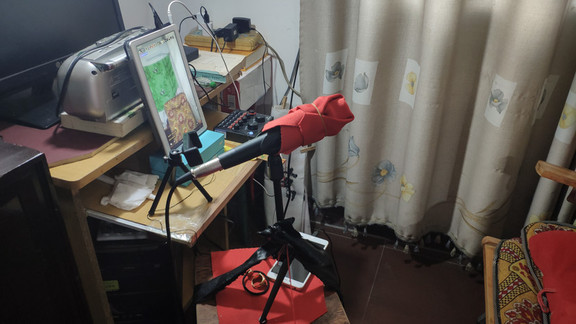 Hu Pingsheng's livestreaming equipment in Chenzhou, Hunan province, April 14, 2019. Fan Yiying/Sixth Tone