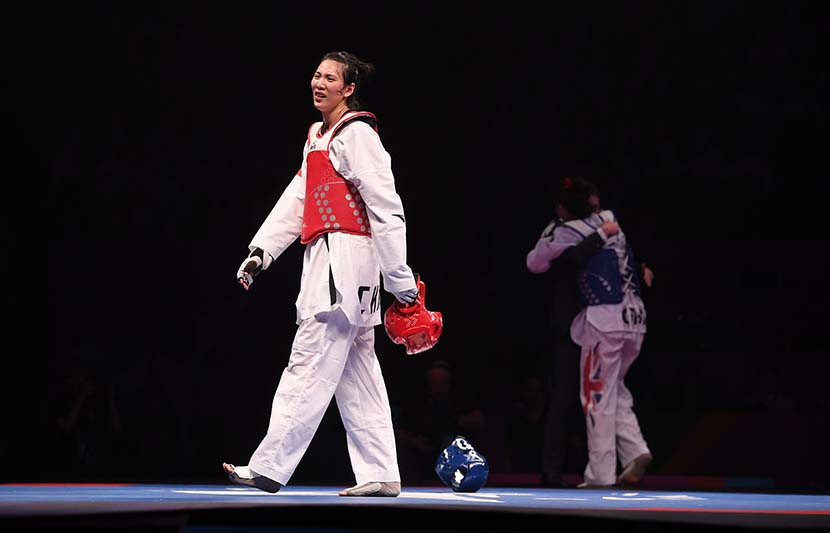 Chinese fighter Zheng Shuyin walks off the mat distraught after being disqualified in the title bout against England's Bianca Walkden at the World Taekwondo Championships in Manchester, England, May 17, 2019. Laurence Griffiths/Getty Images/VCG