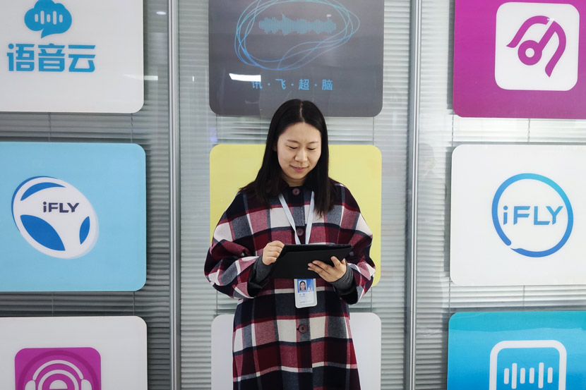 Xu Li demonstrates iFlytek's translation tool in the company's headquarters in Hefei, Anhui province, April 10, 2019. Qian Zhecheng/Sixth Tone