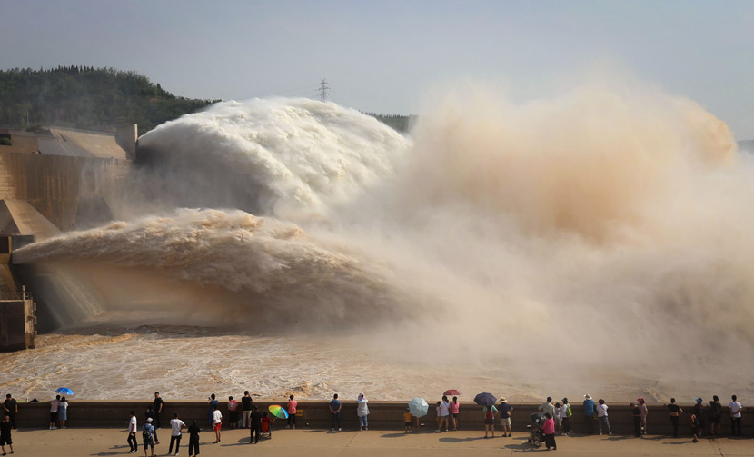 Tourists gather to watch water and sediment being released at the Xiaolangdi Dam on the Yellow River near Jiyuan, Henan province, July 3, 2019. Duan Erping/VCG