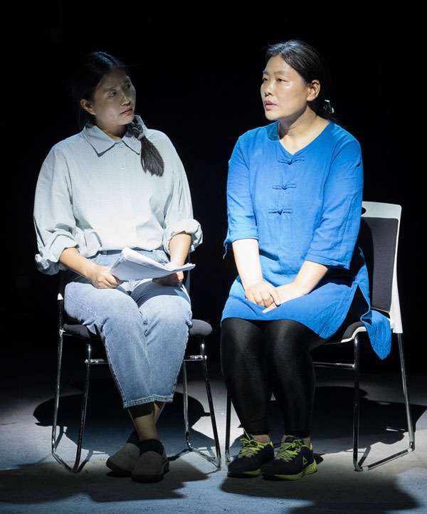 Qi Lixia (right) during the play in Beijing, May 11, 2019. Wu Huiyuan/Sixth Tone