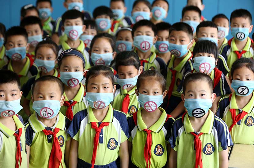 "Primary school students wear masks emblazoned with ""no smoking"" signs to support World No Tobacco Day in Linyi, Shandong province, May 30, 2019. Wang Yanbing/VCG"