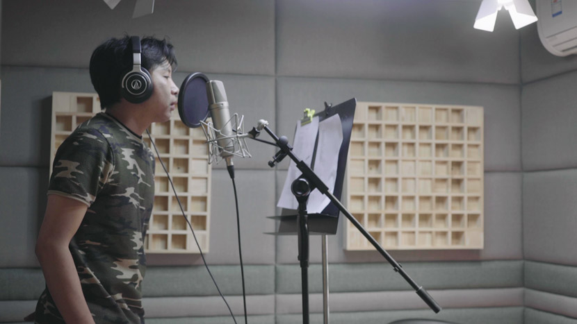 Song Mengjun's colleague raps into a mic for a new song in Beijing, May 2019. Tang Xiaolan/Sixth Tone