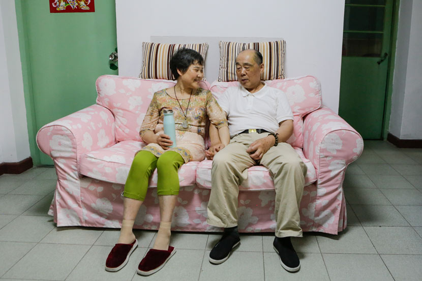 Cao Jianhua (left), 62, and Zheng Longxiang, 73, hold hands at home in Suzhou, Jiangsu province, June 1, 2017. Zhong Changqian/Sixth Tone