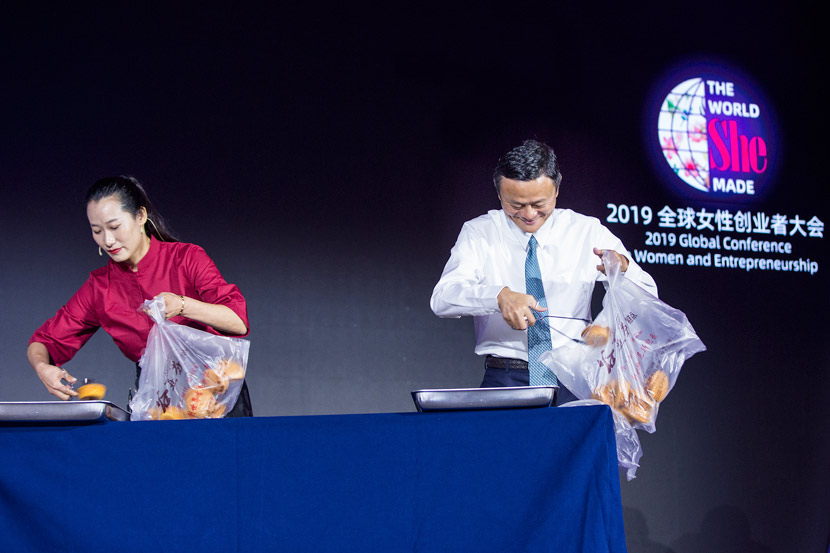 Jack Ma uses tongs to collect baked goods from a tray at Alibaba's Global Conference on Women and Entrepreneurship in Hangzhou, Zhejiang province, Aug. 28, 2019. VCG