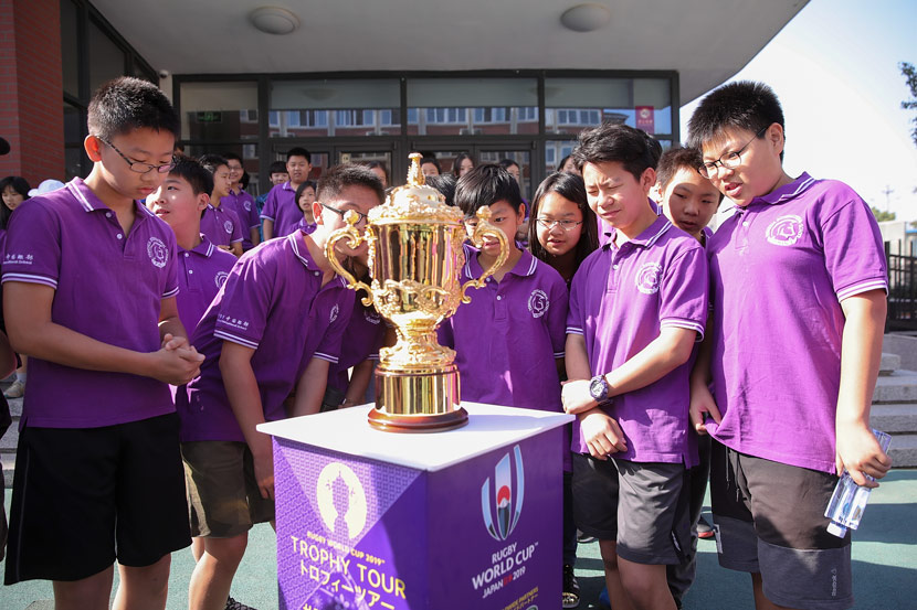 Students from Tsinghua International School look at the Webb Ellis Cup on day two of the Rugby World Cup 2019 Trophy Tour in Beijing, May 31, 2018. Lintao Zhang/World Rugby
