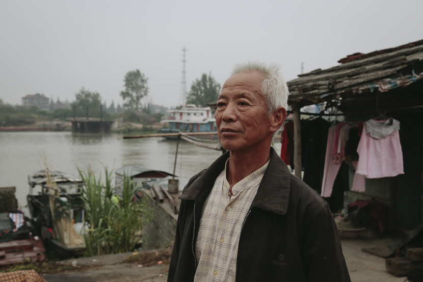 Yuan Weiquan poses for a photo by the Yangtze River in Honghu, Hubei province, Oct. 22, 2019. Li You/Sixth Tone